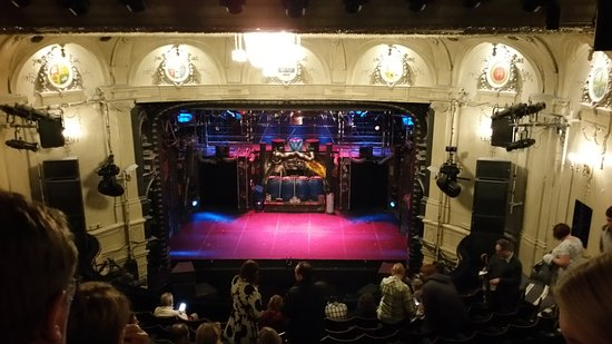 The Ambassadors Theatre, Teater Berkelas Tempat Lawrence Olivier Debut